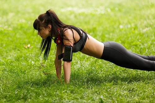 pushups-park-fitness-model-brunette