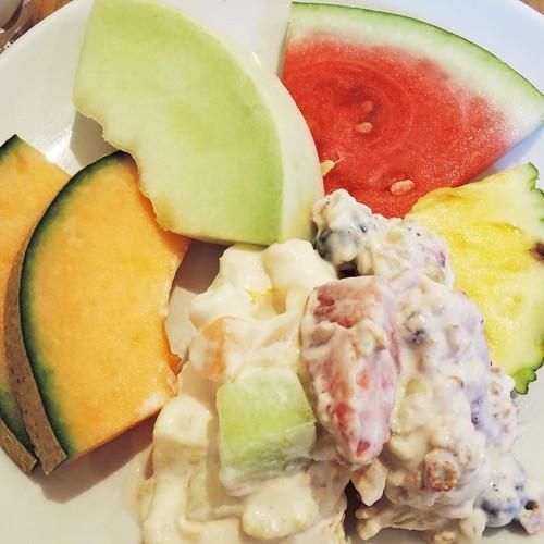 そしてようやく、シメのフルーツ。朝食ビュッフェ5皿目。