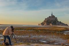 #montsaintmichel #france #travel #weekend #photographe #photodujour #photography #travelphotography #french #monument #church #landscape #sunrise #sunrises #sun #Sea #water #blue #light #colors #sunrise #photo #photographe #photodujour #photographie #phot