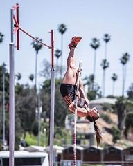 @xueweizhao  Upside down @vaultermagazine #trackandfield#athlete#polevault#sportsphotography#xwph