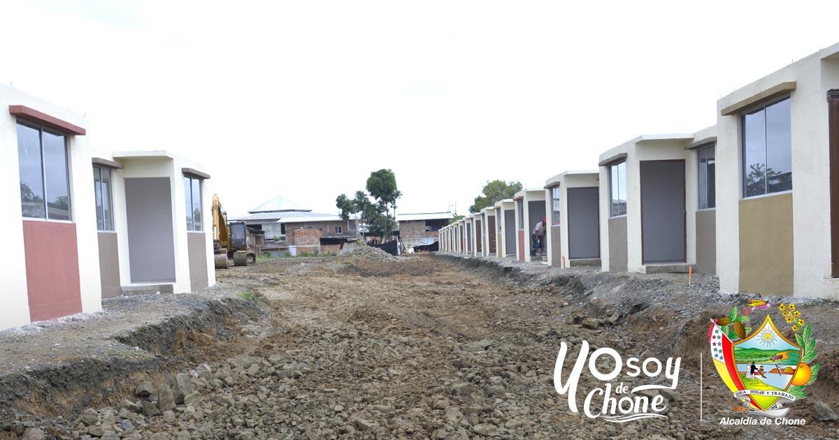 Construyen alcantarillado hidrosanitario en las viviendas para los damnificados del 16A