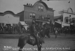 Sergeant Major Tucker, North West Mounted Police, Dawson, Yukon / Sergent-major Tucker, Police � cheval du Nord-Ouest, Dawson (Yukon)