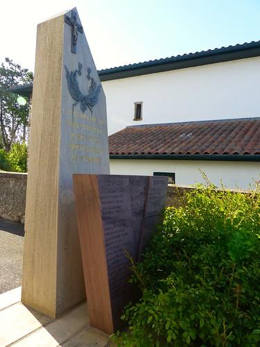 Masparraute ou Martxueta, Pyrénées-Atlantiques: monument aux morts moderne.