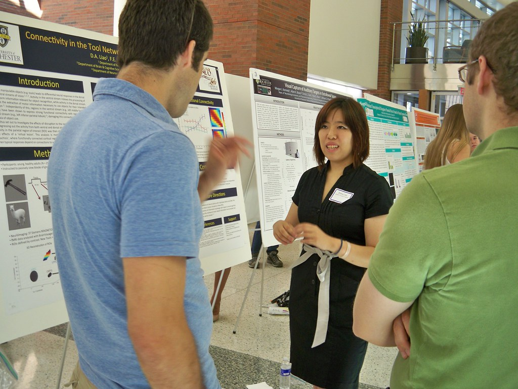 Diana Laio discusses poster with attendees