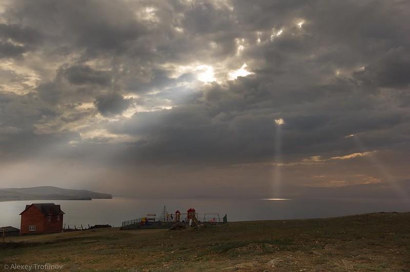 Дырявое одеяло облаков Leaky blanket of clouds #байкал #baikal #wonderful_places #instagramrussia #photorussia #siberiaphoto #landscape_russia #traveldeeper @greatsiberia #инстаграмнедели #russiaphoto #russia_ww #seerussia #russia_fotolovers #canonru