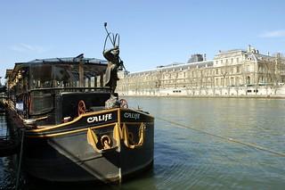 PICT0016/Paris city/Seine rive gauche et le Louvre au fond/