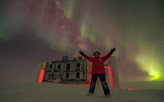 IceCube Winter-Over and his Auroras