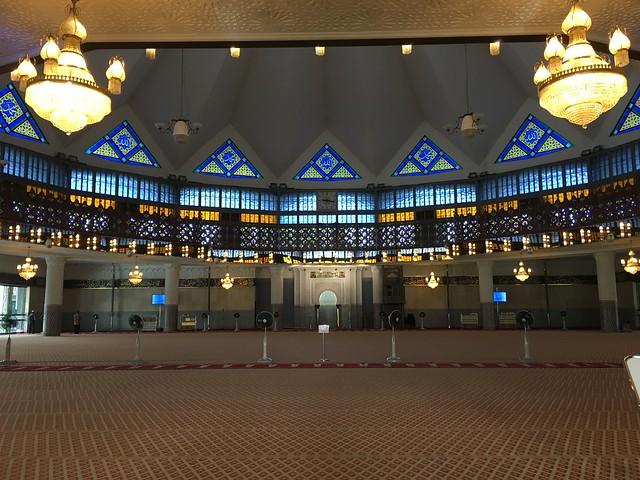 お祈りのホールは教徒以外立ち入り禁止