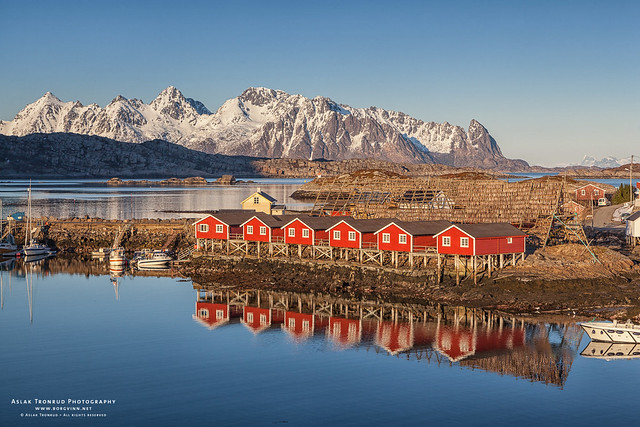 Svinøya rorbuer {Explore}, Canon EOS 5D MARK II, Canon EF 24-105mm f/4L IS