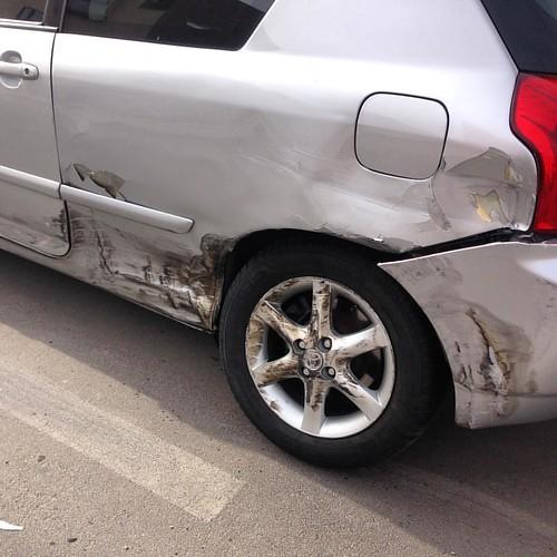 Y esto es lo que sucede cuando un borracho choca contra tu coche aparcado en la calle. :-(