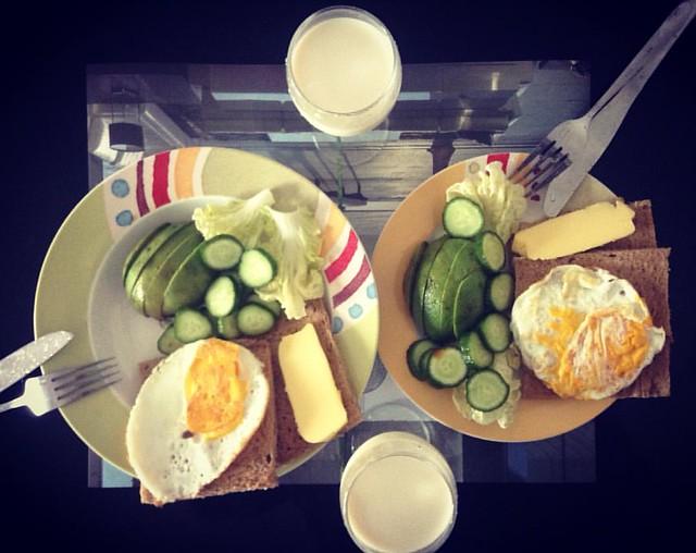早餐:杂粮面包、蔬菜、牛油果、荷包蛋、蜂蜜牛奶,苹果、猕猴桃 #luohu #shenzhen #深圳 #罗湖 #me #party #HERO4Session #gopro #happy #food #guangdong #广东 #beautiful #picture #marrychristmas #f4f #l4l #like4like #city #work #followme