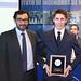 """El premio """"Ignacio Domeyko"""" al mejor egresado de ingeniería en minas de la Universidad de Santiago fue entregado a Jorge Mamani Rocco. En la foto, junto al director del Dimin, Juan Pablo Vargas"""