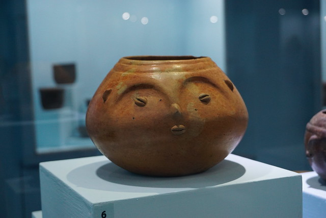 Cuenco con efigie humana / Bowl with human effigy