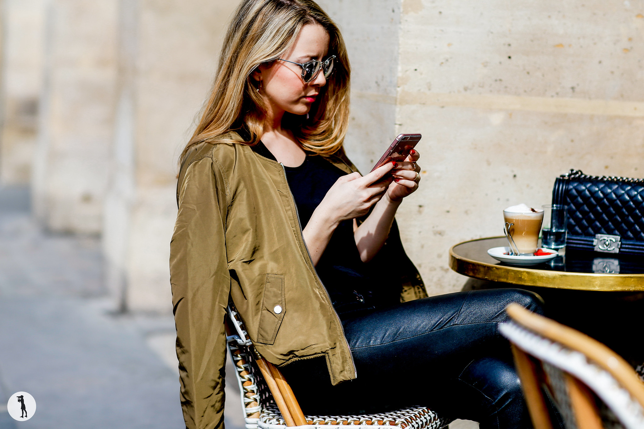 Street style Photo shooting with french bloggers in Paris. Blogueuse Pardon my obsession