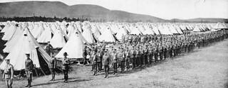 The First Canadian Army returning from drills, Valcartier Camp, Quebec / La Première Armée canadienne rentrant après l'entraînement, camp de Valcartier (Québec)