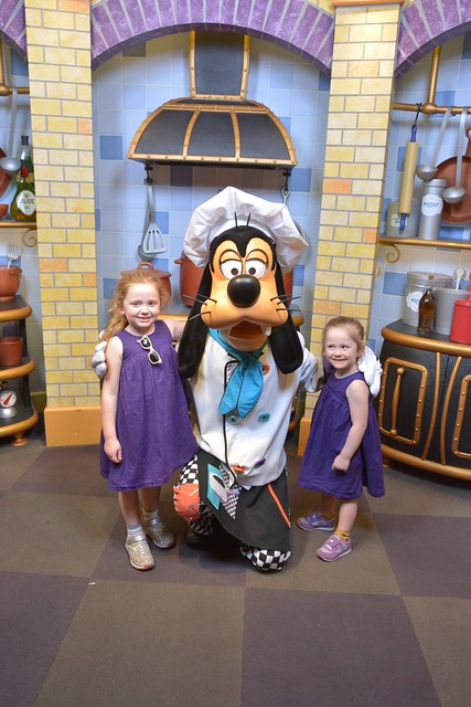 PhotoPass_Visiting_Goofy's_Kitchen_398367671617