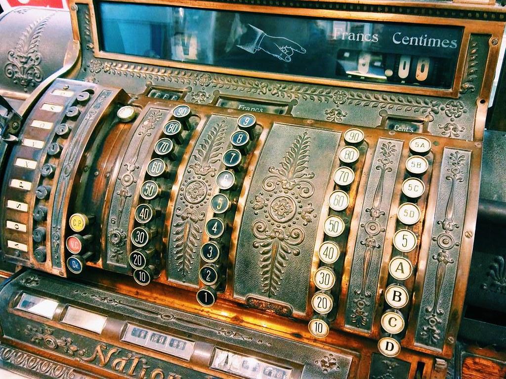 Joyas que te encuentras por el mundo. En una farmacia en Brujas. #brujas #brugge #bruges #belgium #travelphoto #photography #phonephoto