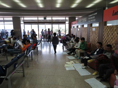 釜山慶南競馬場場内の椅子