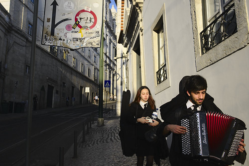And out of nowhere, these guys were passing by me #street #lisbon #t3mujinpack