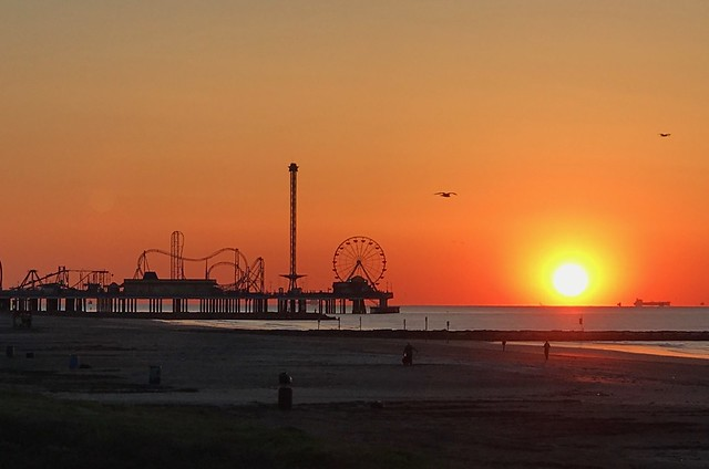 Sunrise over the Pier 050617