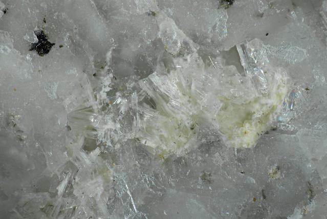 Thomsonite-Sr