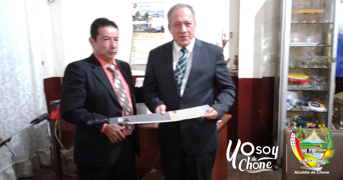 Alcalde de Chone fue homenajeado por gremio de periodistas