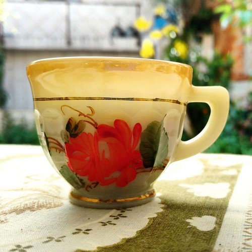 Natal, dia de tomar café  #café #coffee #caffè #cafeina #caffeine #xicara #instafood #instadrink #table #cup #vintage #1970s