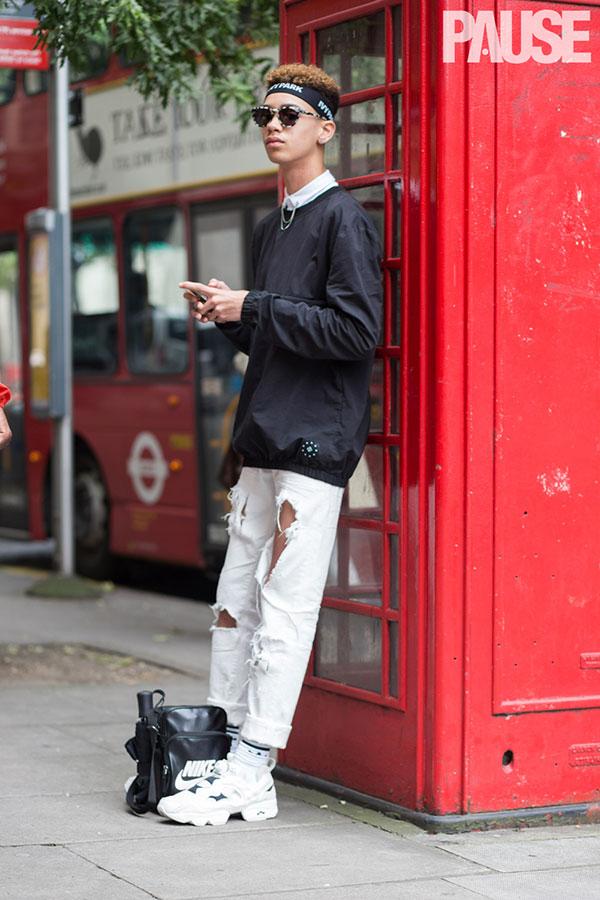 黒ナイロントップス×シャツ×白ダメージパンツ×Reebokインスタポンプフューリー白