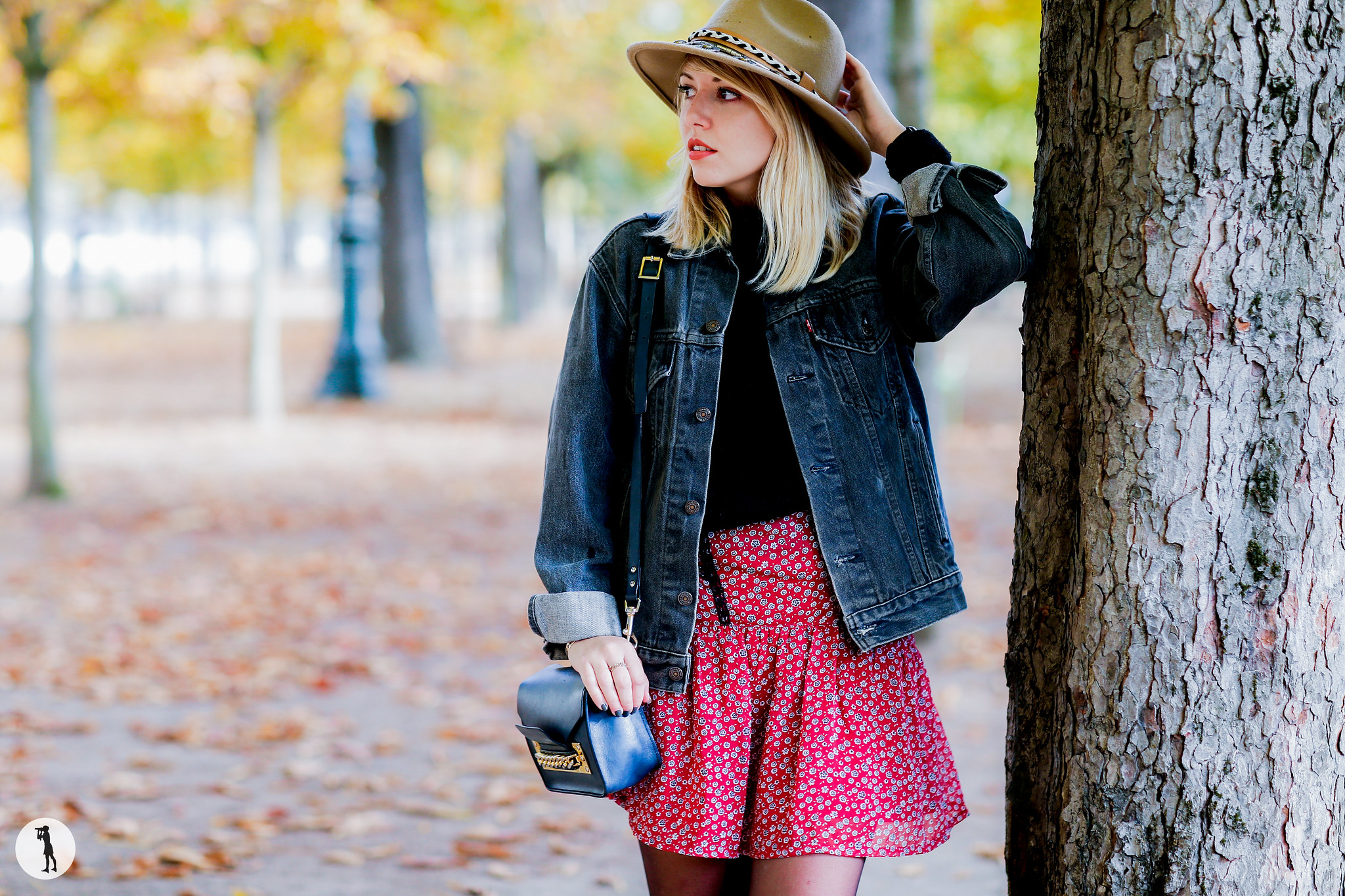 Street style Photo shooting with french bloggers in Paris. Blogueuse Laura Loves Clothes