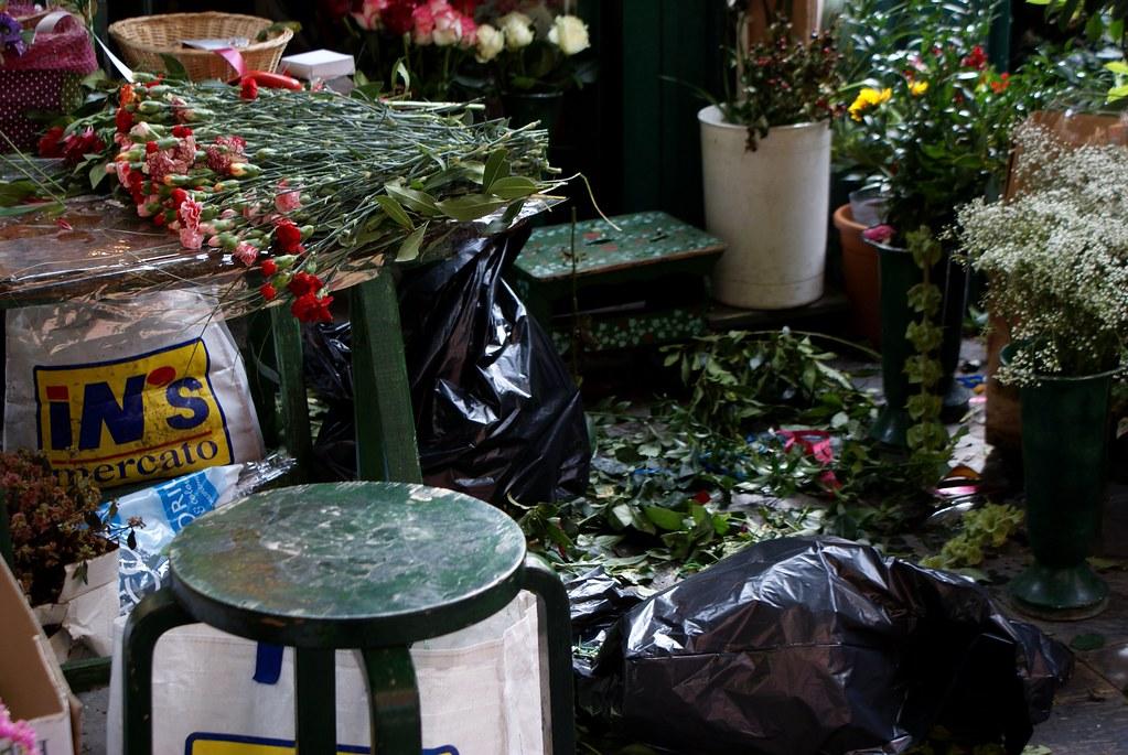 Marchand de fleurs dans le quartier de Pré à Gènes.