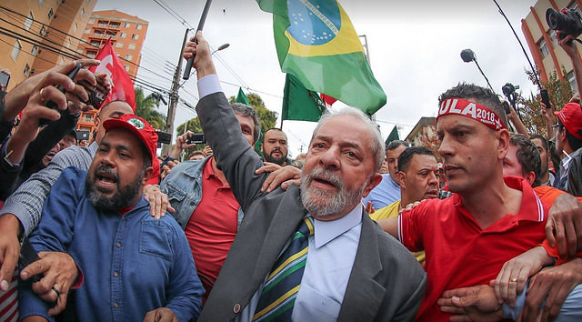 The former president was received by thousands of people on his way to testify on Federal Court - Créditos: Ricardo Stuckert/Lula Institute