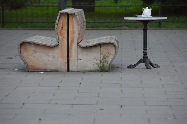 benches and a table, Nikon D5100, AF-S DX VR Zoom-Nikkor 18-200mm f/3.5-5.6G IF-ED [II]