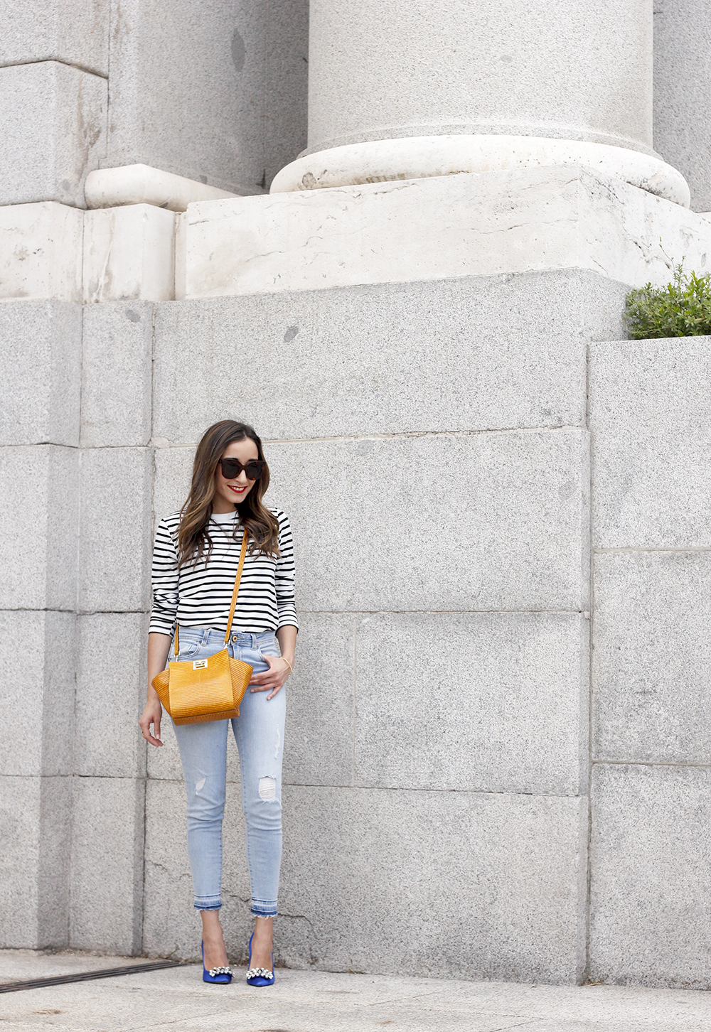 navy stripes denim jeans mustard bag uterqüe heels outfit fashion style05