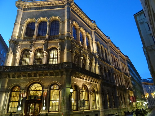 Wien, 1. Bezirk (the art of very renowned nighttime places in the core of downtown Vienna), Herrengasse/Strauchgasse (Palais Ferstel/Café Central)