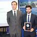 """Matías Navarro Quilodrán (a la derecha) recibió el premio """"Juan Brüggen"""" junto al director del Departamento de Ingeniería de Minas, Xavier Emery"""