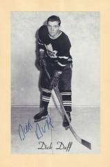 1944-63 NHL Beehive Hockey Photo / Group II - DICK DUFF (Left Wing) (Hockey Hall of Fame 2006) - Autographed Hockey Card (Toronto Maple Leafs) (#397)