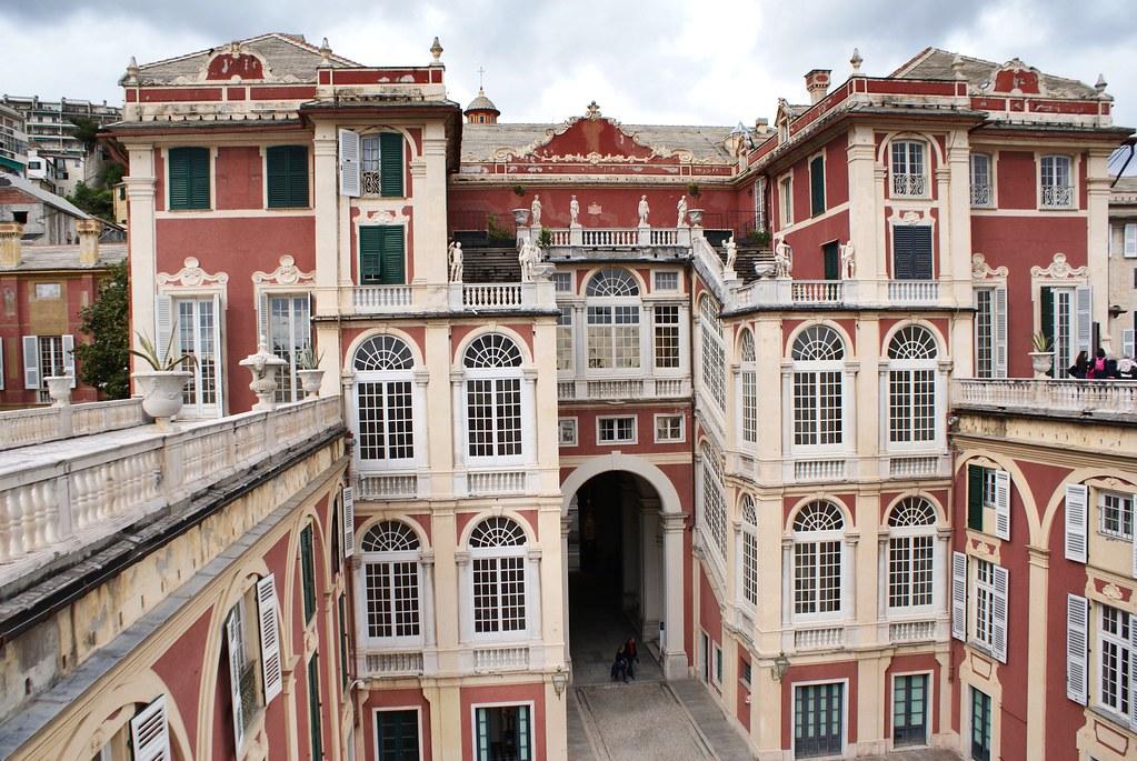 Vue sur le Palais Royal de Gênes depuis sa terrasse.