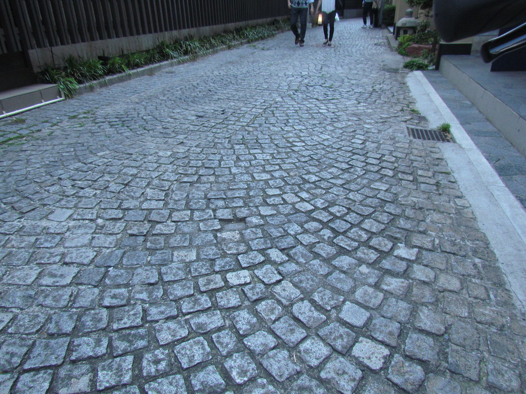 Stone Pavement In Paris : Walking and biking through the stone pavement in