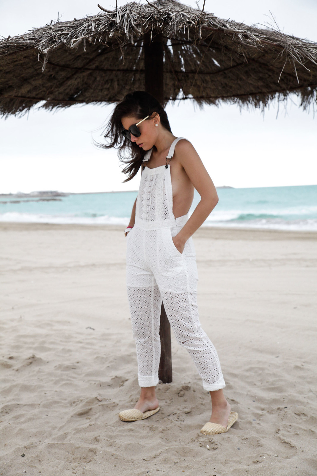 01_white_jumpsuit_lace_deby_debo_influencer_theguestgirl
