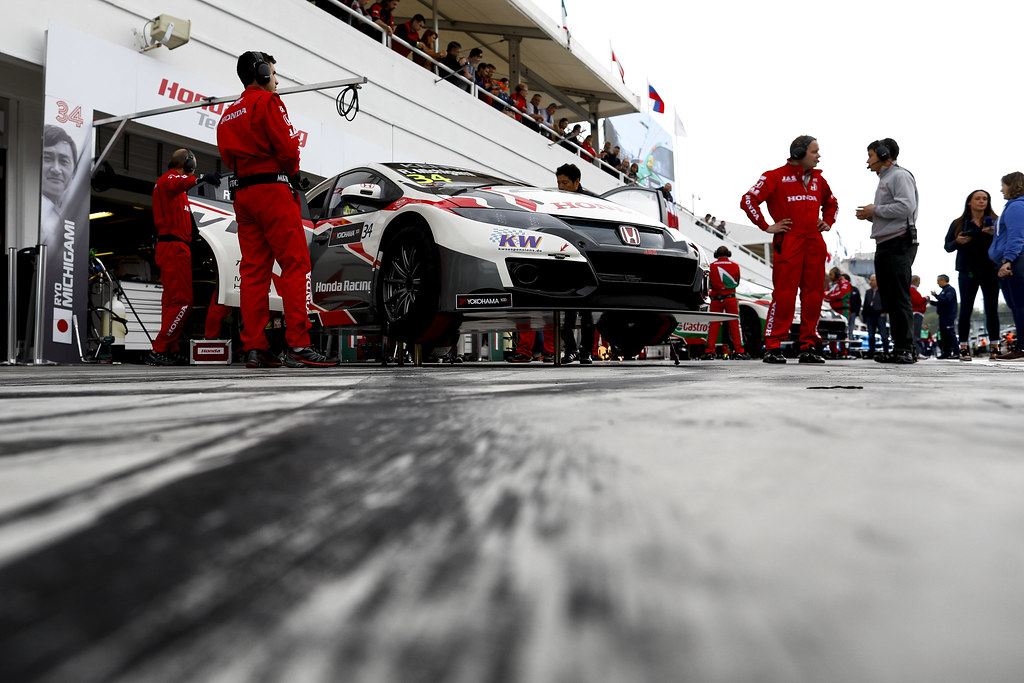 stand pit lane 34 MICHIGAMI Ryo (jpn), Honda Civic Honda racing team Jas, action   during the 2017 FIA WTCC World Touring Car Race of Hungary at hungaroring, Budapest from may 12 to 14 - Photo Frederic Le Floc'h / DPPI