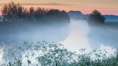 een dampend kanaal voor zonsopgang vanmorgen - Foto: Karin Broekhuijsen