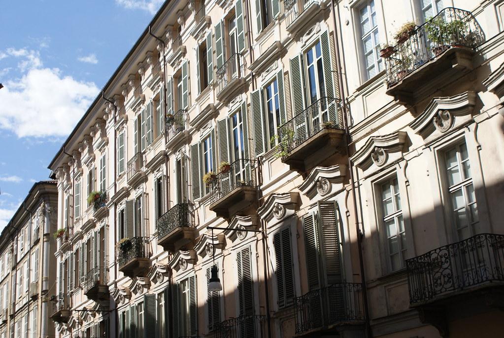 Rue du centre historique de Turin.