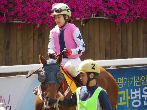 釜山慶南競馬場の女性騎手