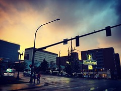 All of Everett was aglow. #everett #everettwa #sunset #liveineverett #pnw #pnwonderland #travelodge #landmark #beenhereforever #milltown #downtown #glowy #cloudscape #raining #everettsunsets #streetphotography #fromthemini #lights