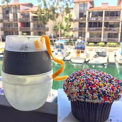 Tonight's drinkie… a white wine spritz with a Spinkles Cupcake on a warm day… #whitewine #tonightsdrinkie #spritz #sprinklescupcakes