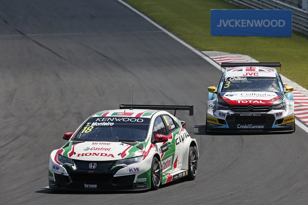18 MONTEIRO Tiago (prt), Honda Civic team Castrol Honda WTC, action 03 CHILTON Tom (gbr), Citroen C-Elysee team Sébastien Loeb Racing, action during the 2017 FIA WTCC World Touring Car Race of Hungary at hungaroring, Budapest from may 12 to 14 - Photo Jean Michel Le Meur / DPPI