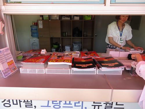釜山慶南競馬場の新聞売り場