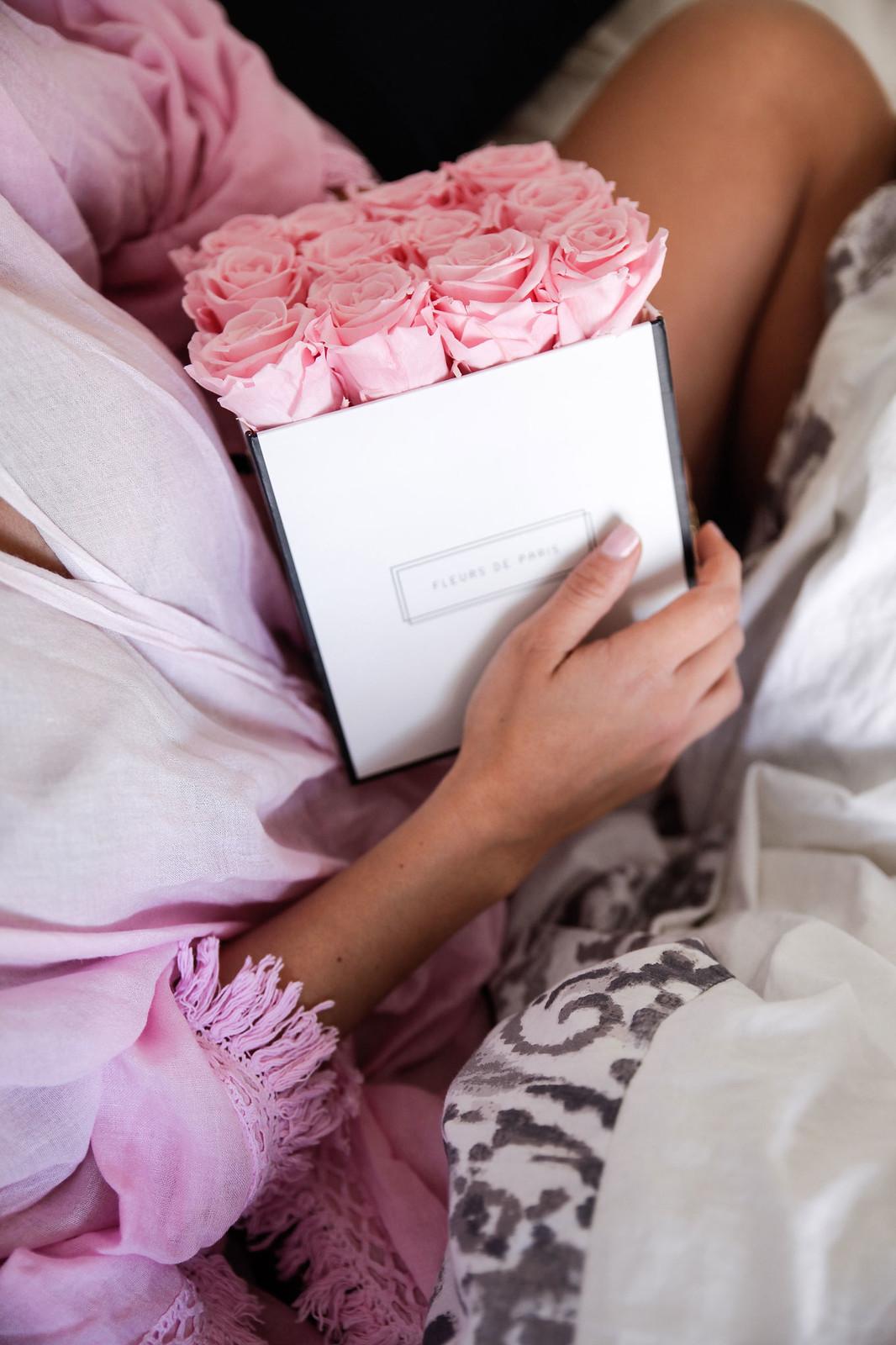 03_Desayuno_cama_breakfast_bed_Fleurs_Paris_Theguestgirl_Flowers_pink_influencer_barcelona_flores_laura_santolaria