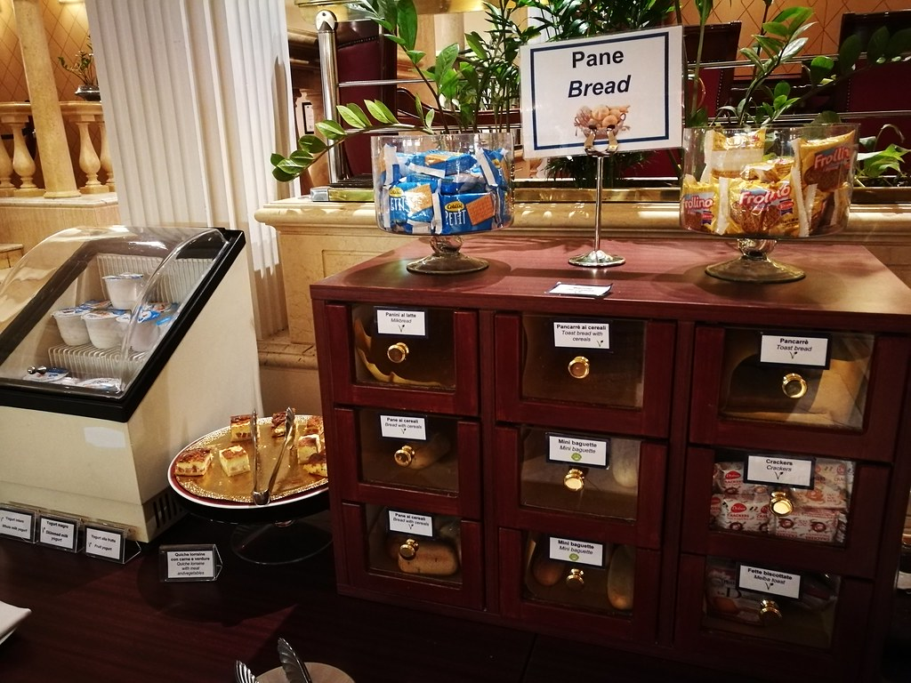 Bread cabinet