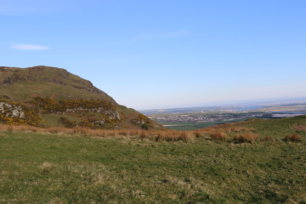 Escort girls in Dumyat